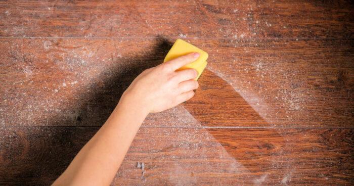 تنظيف الغبار من المنزل